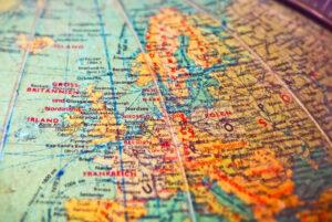 Dieses Bild zeigt den Ausschnitt eines Globus bzw. einer Weltkarte und veranschaulicht die Reisebereitschaft der Models von Feel Escort Berlin.